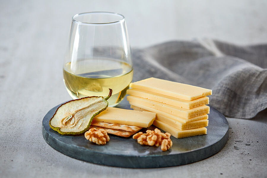 How to Pair White Wine and Cheese