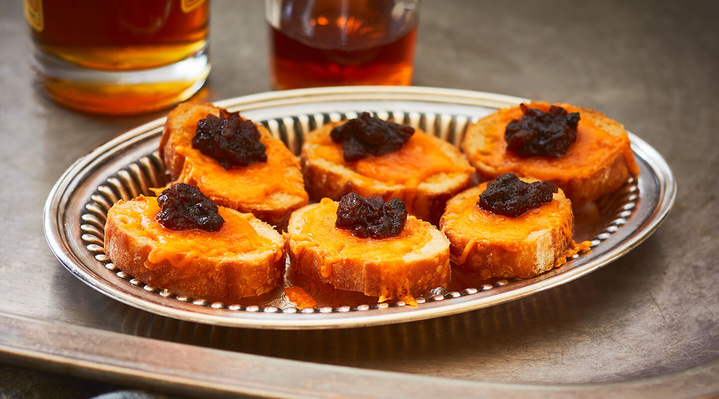 Wisconsin Cheese Aged Cheddar-Cranberry Crostini Recipe