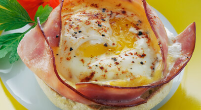 Baked Eggs with Ham and Cheese