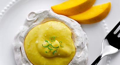 meringues with fresh mango-quark filling