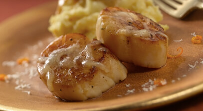 Sea Scallops with Orange-Parsnip Purée and Gran Queso®