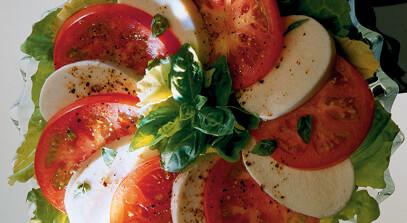 marinara pasta salad with fresh mozzarella