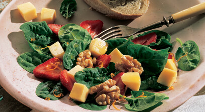 spinach and strawberry salad with gouda cheese