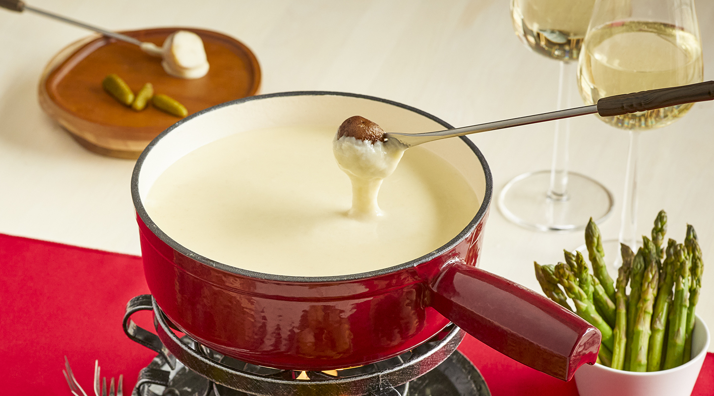 Wisconsin Cheese Champagne-Swiss Cheese Fondue Recipe
