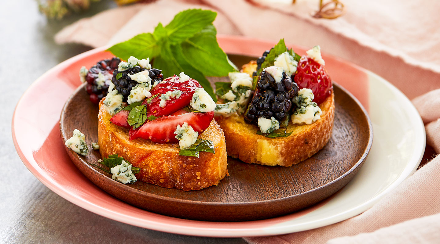 Wisconsin Cheese Fresh Berry Bruschetta  Recipe